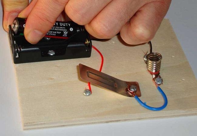 Basit elektrik devresi yapılışı