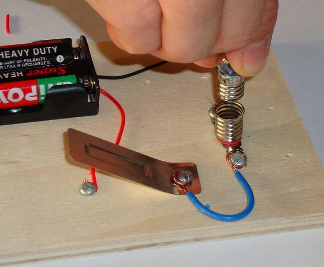 Ödev için elektrik devresi yapımı
